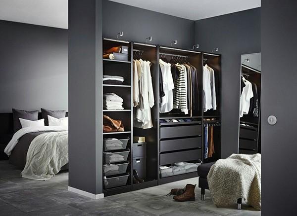 Divide tu dormitorio en dos para hacer un vestidor