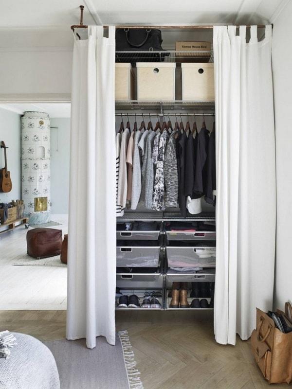 Incorpora un pequeño espacio como vestidor