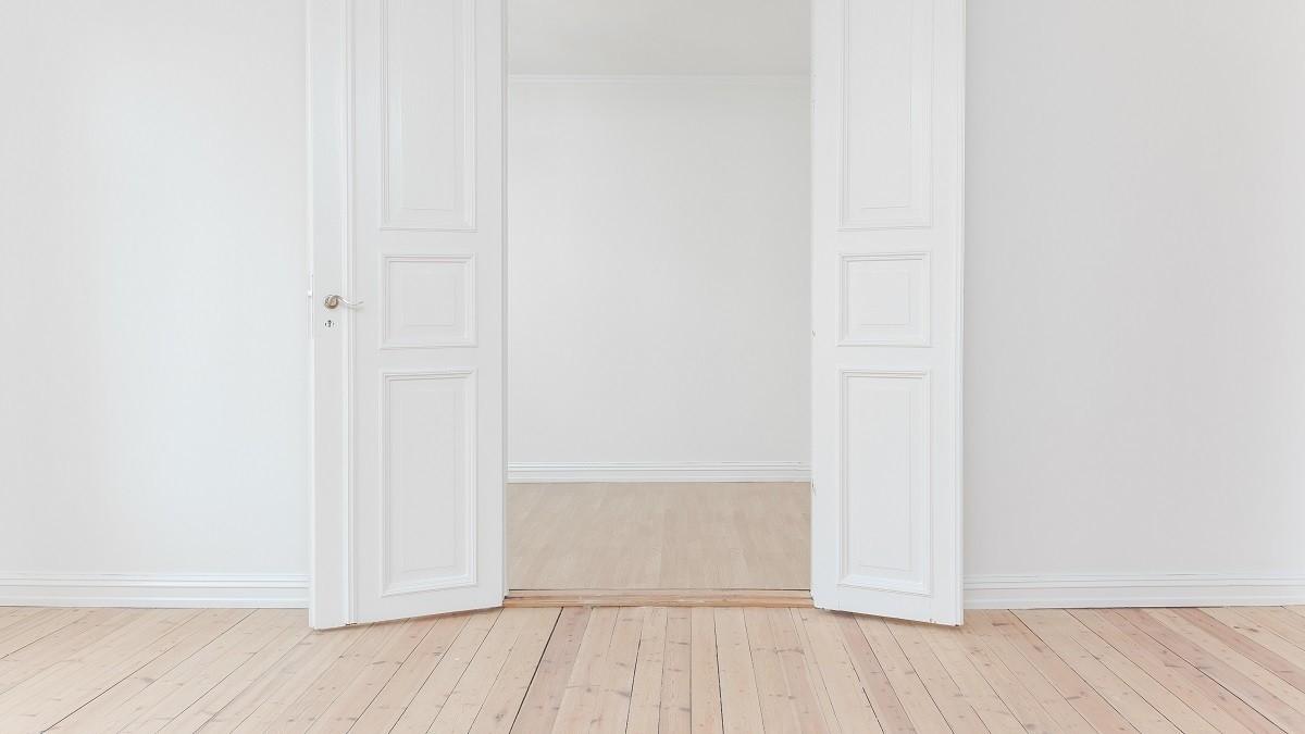 Cómo aplicar lacados y barnizados a tus puertas de interior